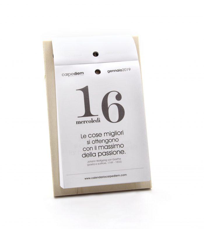 Calendario Carpe Diem - supporto in legno- CDA619L